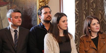 Iván Redondo, Irene Montero y Adriana Lastra son los principales muñidores del acuerdo -en la imagen, junto a Alberto Garzón en la firma-. / PSOE