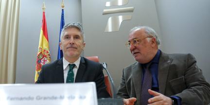 Marlaska, acompañado del director de la DGT, Pere Navarro, presentaba el balance de 2019 al poco de terminar el año. / EP