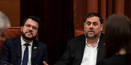 Oriol Junqueras compareció esta semana en el Parlament acompañado de Pere Aragonès. / EP